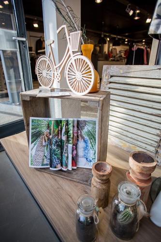 Casey-fashion-fabryk-design-oosterwolde-friesland-etalage-styling-retail-geometrische-fiets